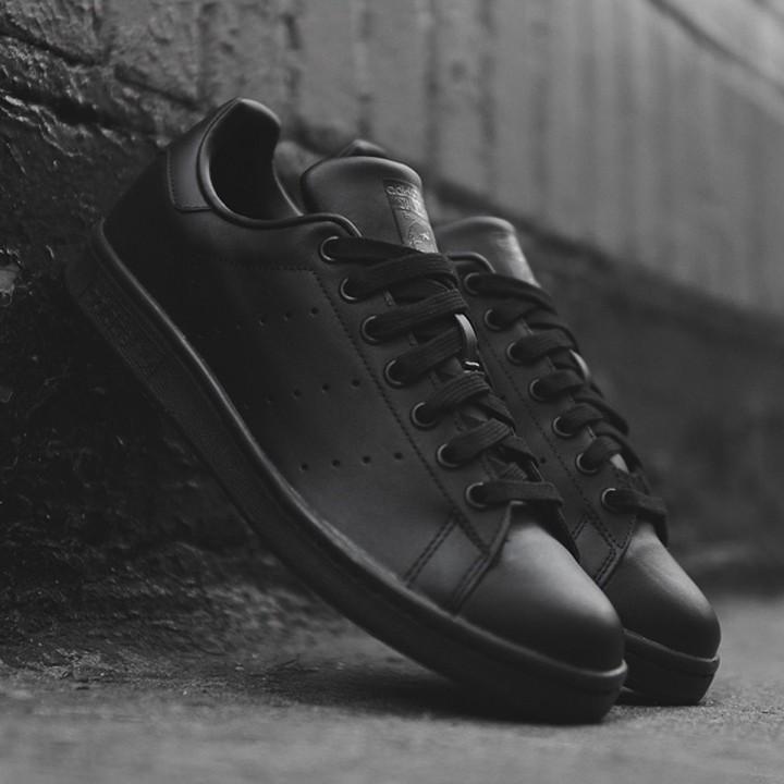 adidas-stan-smith-chaussures-toutes-noires-originals