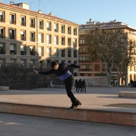 Jutix - backside tailslide au curb du port de Marseille