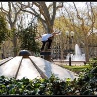 Jutix - nollie heelflip to fackie monument aux morts de Montpellier Corum